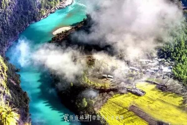 抬头是雪山,伸手是云彩,脚下流淌着美丽的河水,它就是怒江最精