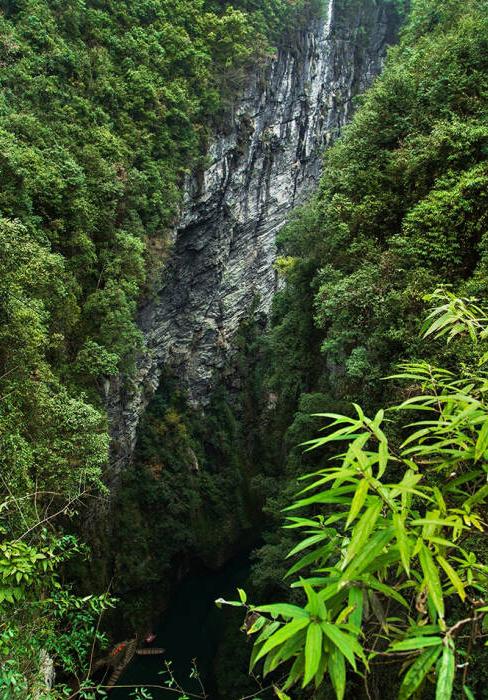 首先,要前往恩施鹤峰县.屏山风景区,距离鹤峰县城约11公里.