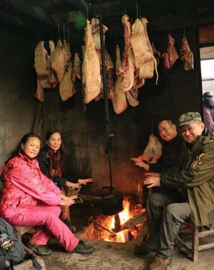 【资讯】十堰人家的味道!寒冬集体坐在熏猪肉下烤火