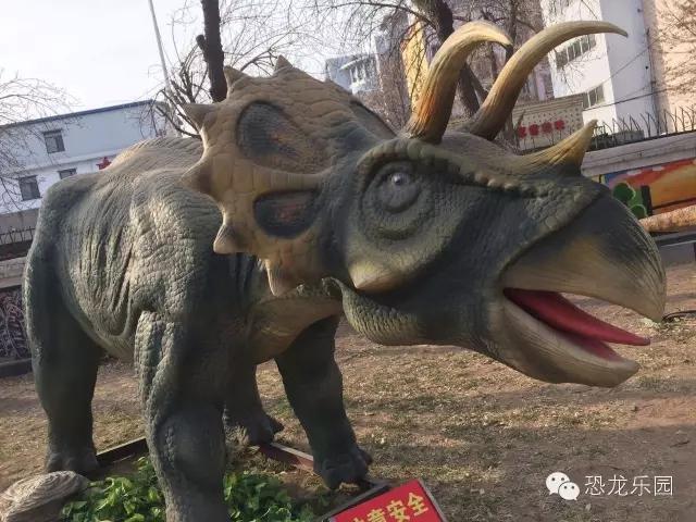 五一,史前恐龙空降黄龙壹号生态园图片