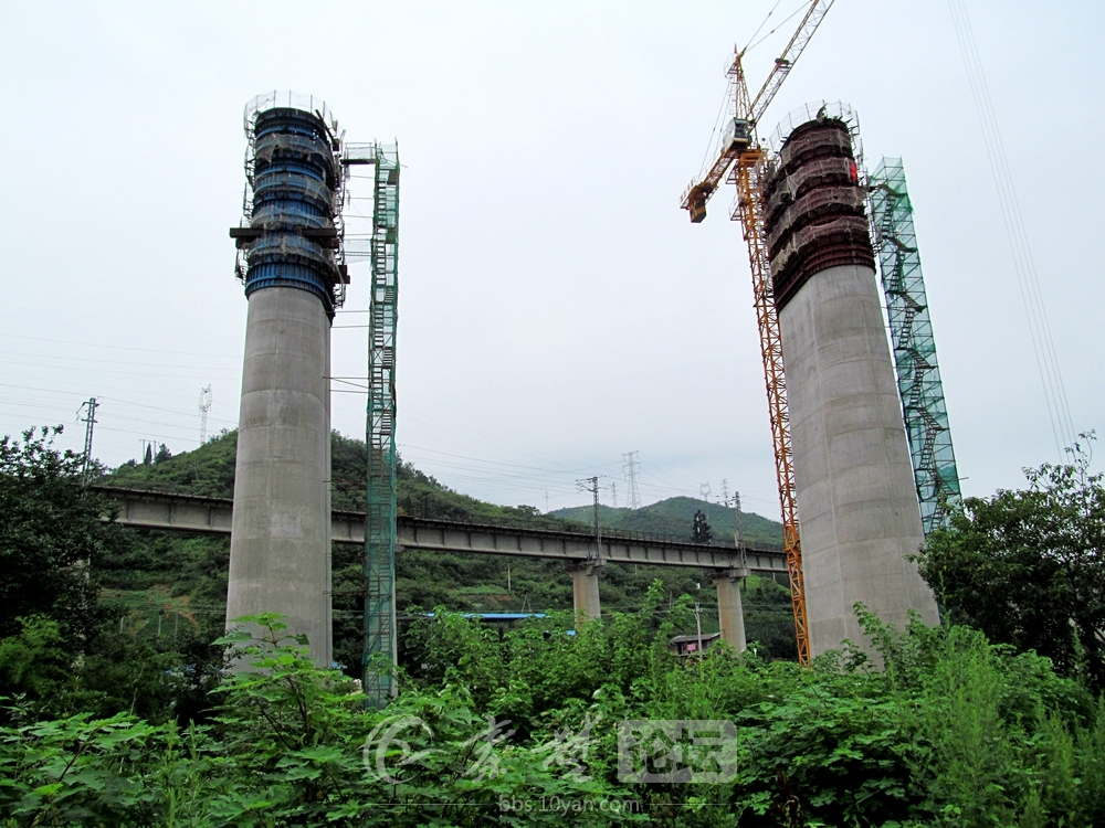 【资讯】壮观!汉十高铁六里坪跨襄渝铁路特大桥实拍
