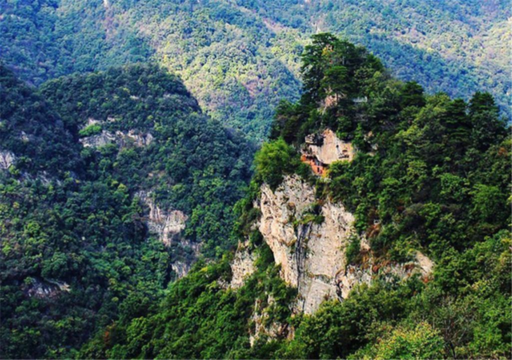 武当山南岩梳妆台、飞升崖