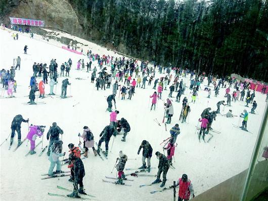 【资讯】滑雪好玩,可滑倒撞人该怎么办
