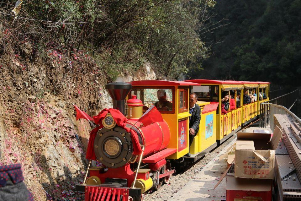 二月二 近6千游客欢聚九龙瀑