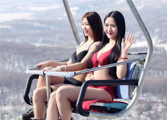 美丽冻人 东北滑雪场上演比基尼大片