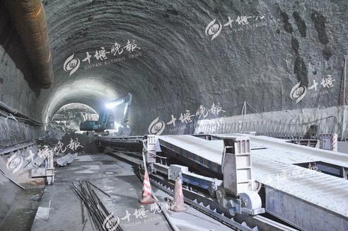 """【资讯】震撼!武当山下竟""""藏""""着9公里高铁隧道"""