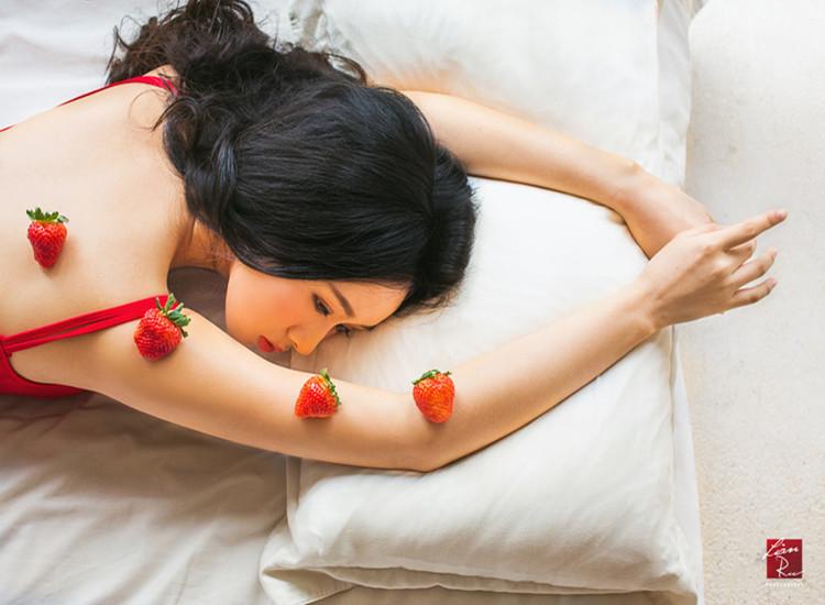 诱人的草莓苹果 美人如斯