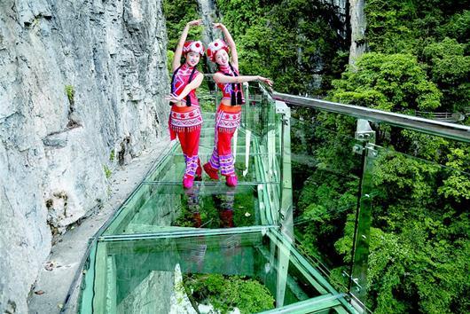 三峡大瀑布、清江方山绝壁、玻璃栈道精华二日游
