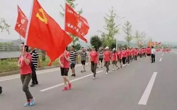 【资讯】在房县,百人为了这个原因健走近3个小时