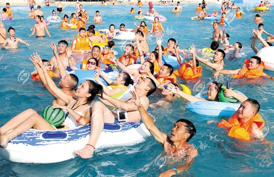 【资讯】消暑游泳好去处  十堰岂独美艳湖