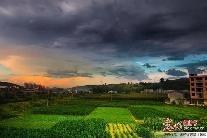 【资讯】东边日出西边雨!终于理解什么叫局部有雨