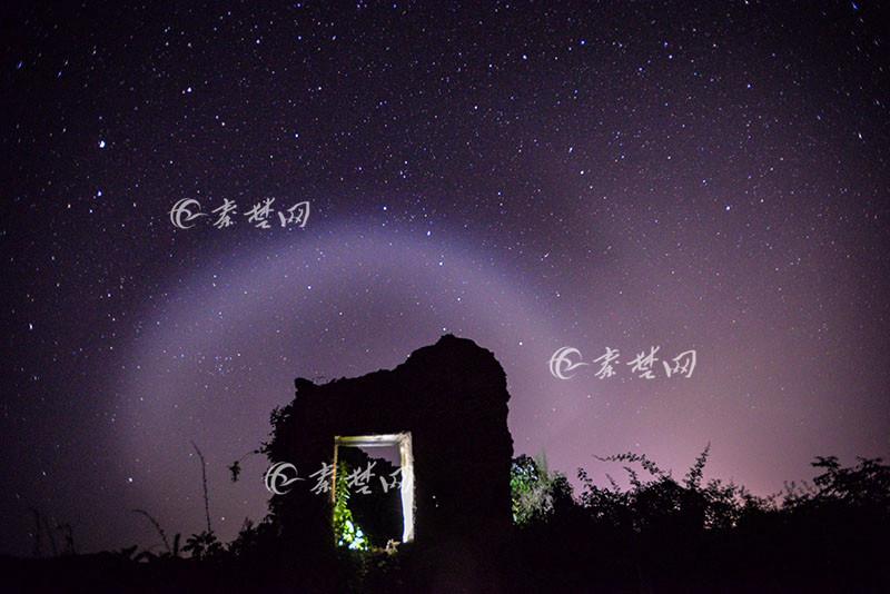 【资讯】美极了!十堰这个地方夜晚惊现神秘光束!