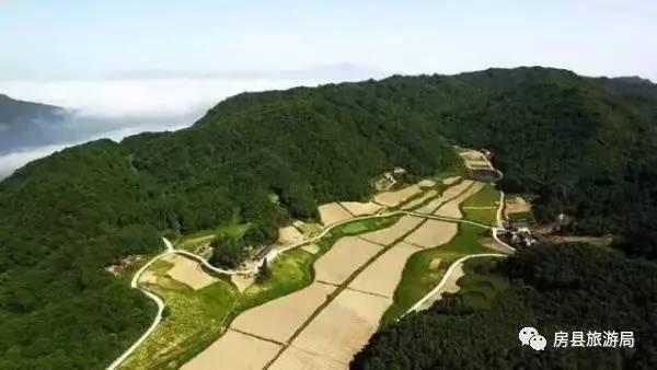 【资讯】水天坪古寨:原始森林+瀑布群+地穴+村落