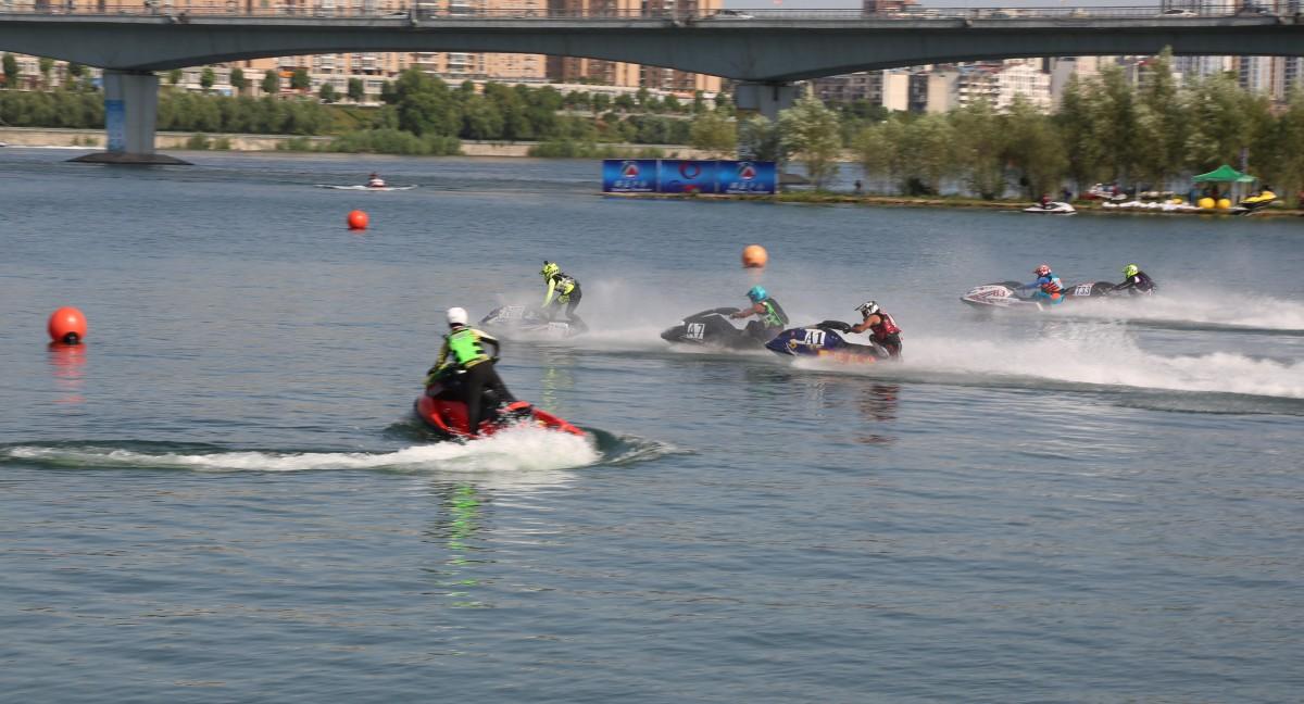 丹江口亚洲摩托艇公开赛开幕啦!