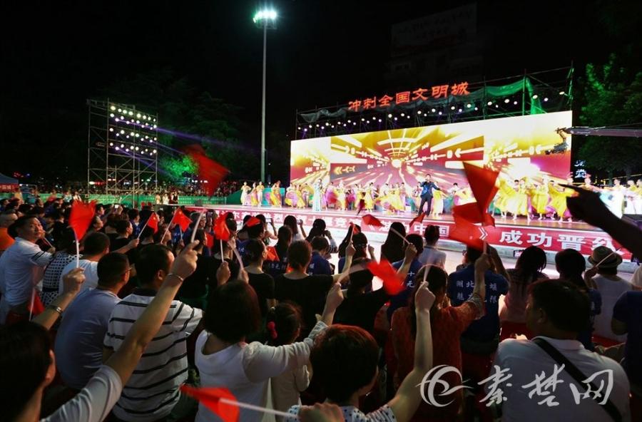 """【资讯】""""文明之光 魅力之城""""晚会昨在人民广场上演"""