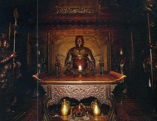 武当传说:永乐皇帝塑神像