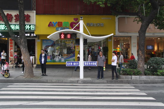 【资讯】支持!十堰首批多功能人行红绿灯等候亭上岗
