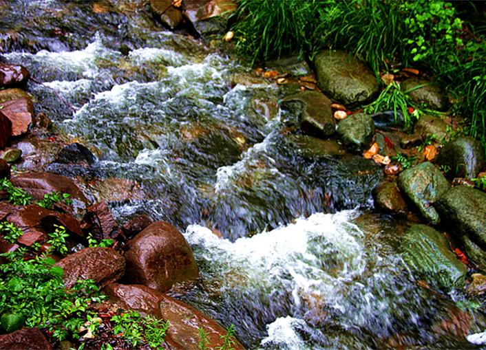 溪水潺潺牛头山(动态图)