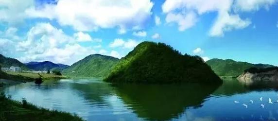 方滩月亮湖