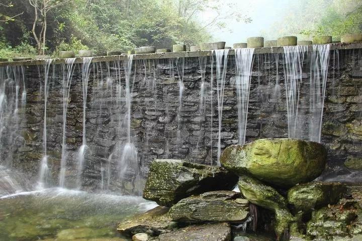 玉女迎春、天然岩石景观群等自然景观观赏价值极高.-去丹江口金蟾