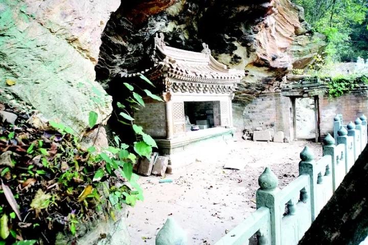 武当山灵虚岩