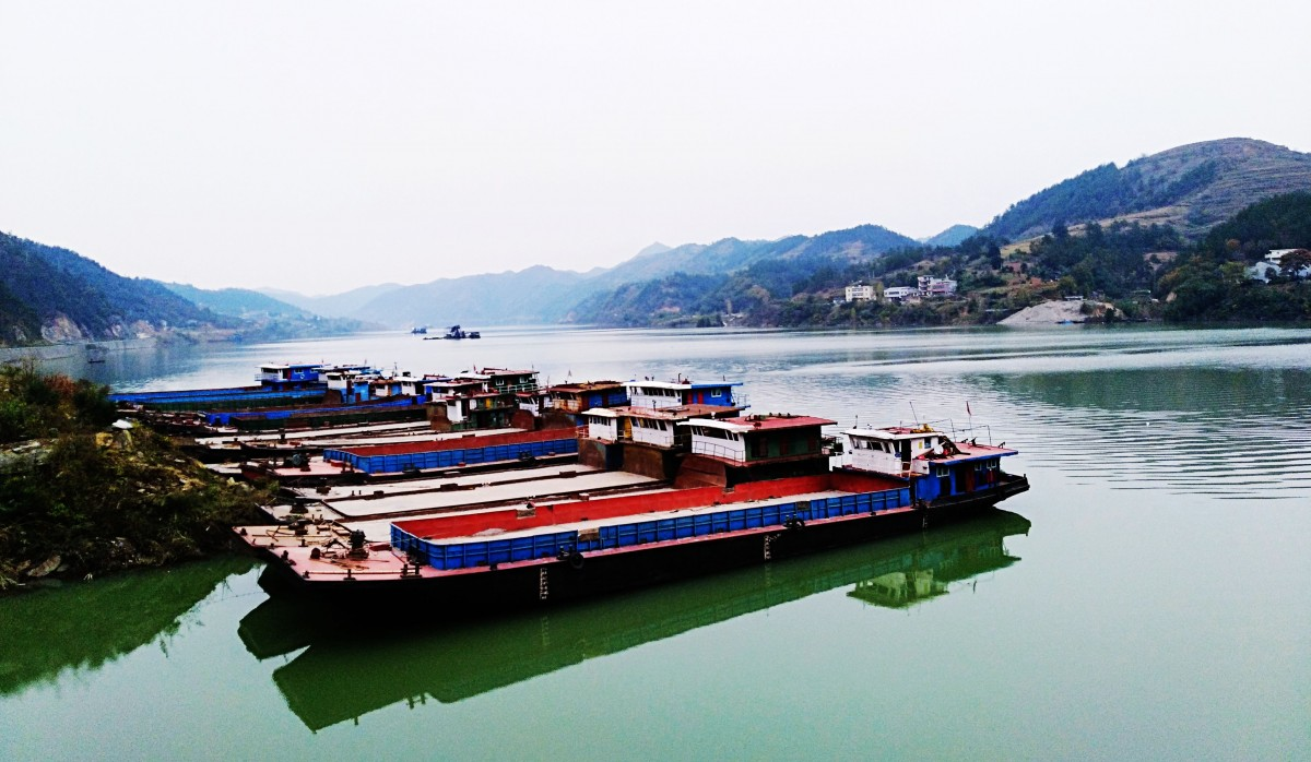【资讯】郧阳五峰乡大石沟口在汉江蓄水后成天然良港