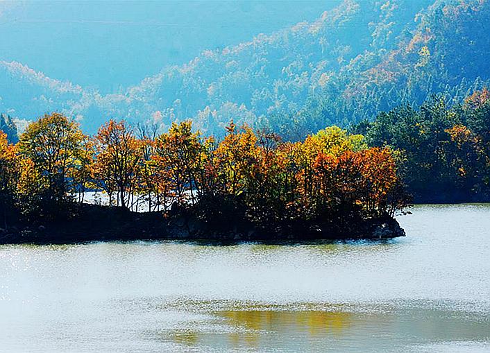 西沟,那被秋色浸染的山和水