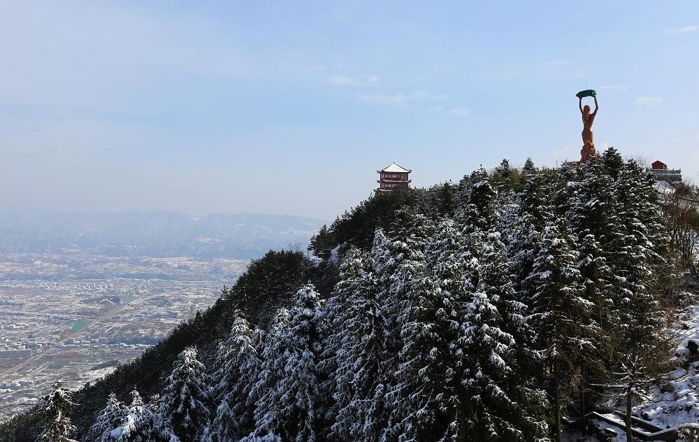 【资讯】世界著名建筑师来竹山调研女娲山开发项目