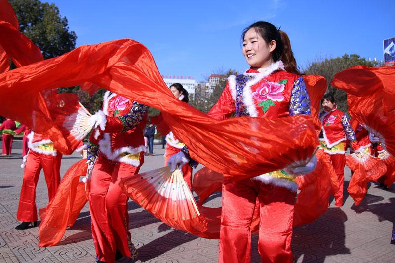 【资讯】41支秧歌 、花灯队郧阳文化广场上竞风流