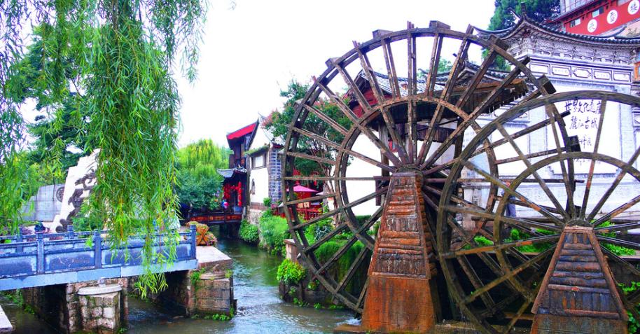 张家界森林公园、芙蓉镇、凤凰古城双卧5日游