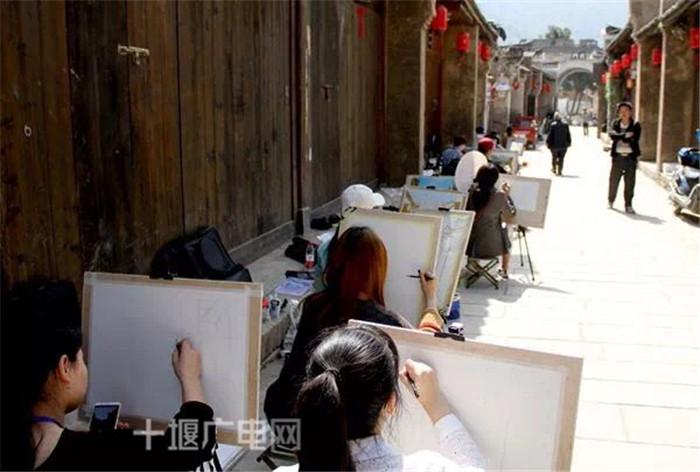 【资讯】十堰这个秀美古镇被千名大学生盯上了