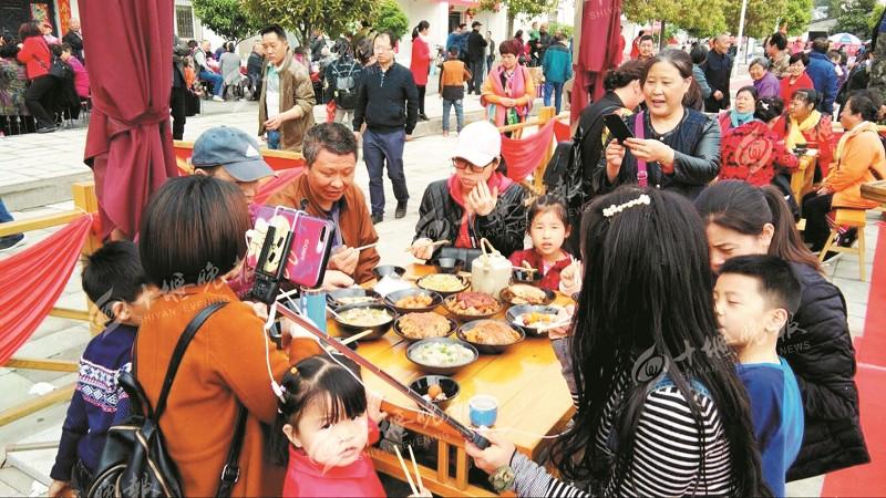 【资讯】万余游客丹江口游武当植物园  品均州八大碗