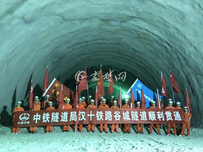 【资讯】重磅!汉十高铁全线跨境最长隧道顺利贯通