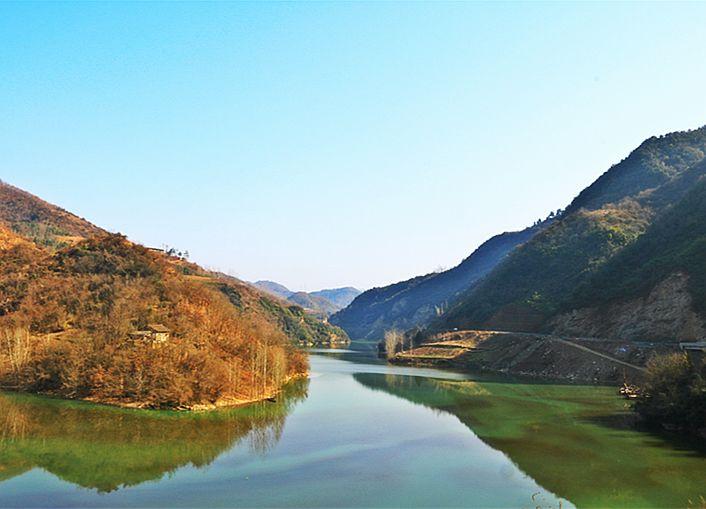 【资讯】人在景中游  十竹路竹山县城关段景美路畅