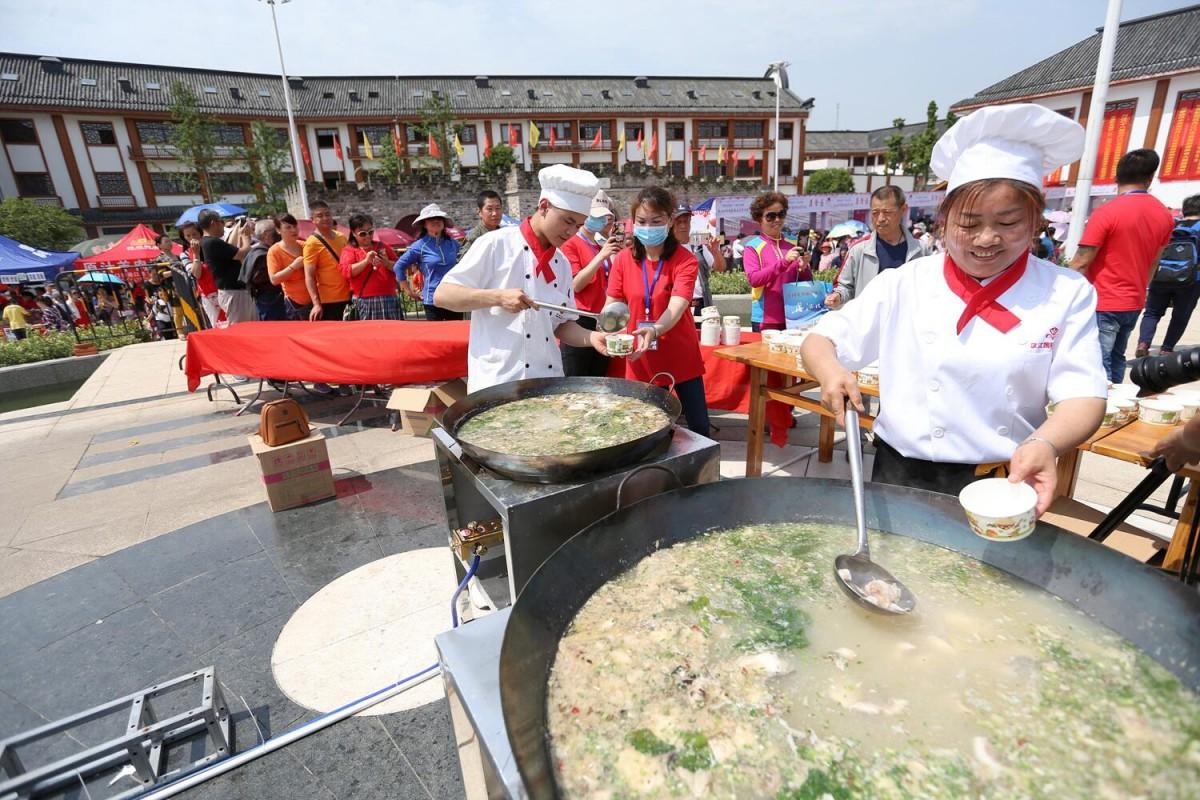 1.5万名游客分享美食盛宴