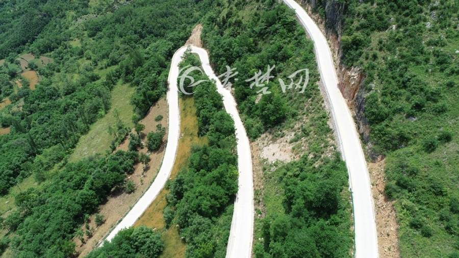 【资讯】惊艳!航拍湖北口回族乡坎子山村挂壁公路