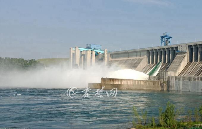 【资讯】壮观!丹江口水库今日上午进行今年首次放水
