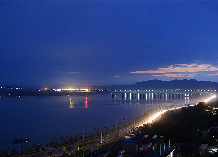 郧阳汉江三桥夜景
