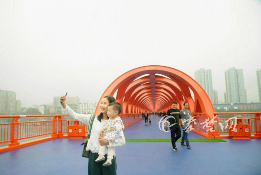 【资讯】丹江口市沧浪洲生态湿地步行桥今日正式通行