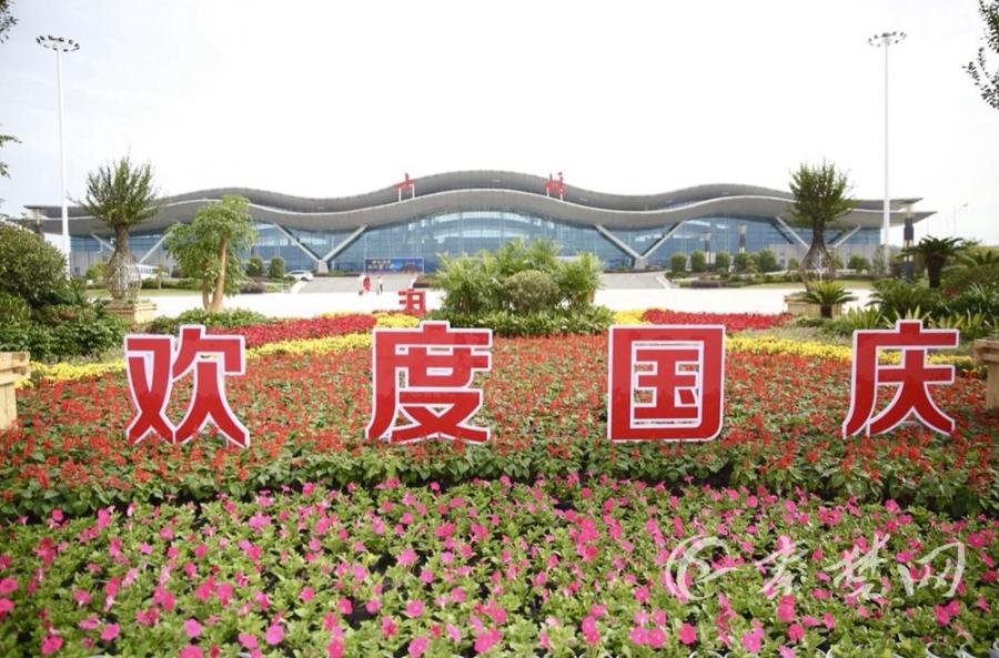 国庆假期首日自驾游火爆