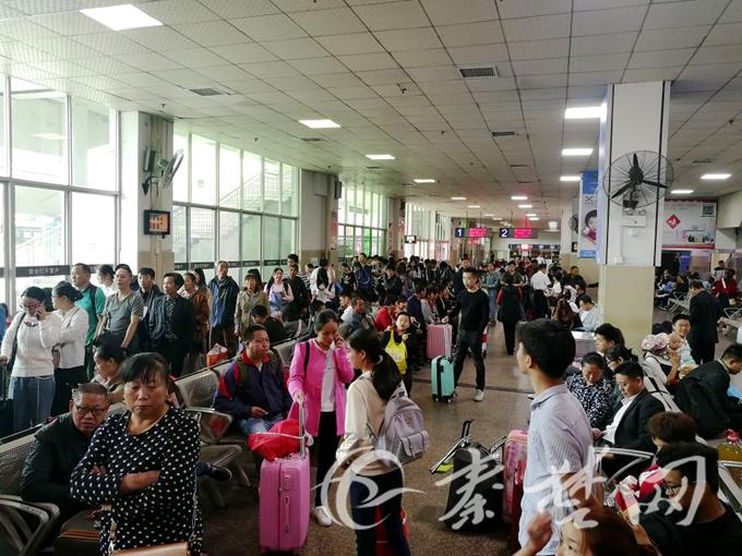 【资讯】国庆头两日十堰火车站客发近4.5万人次
