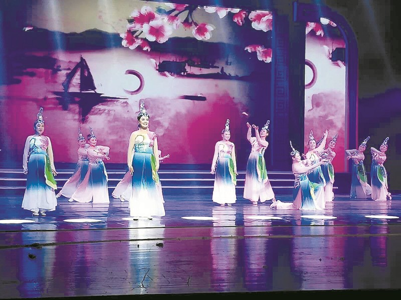 【资讯】十堰广场舞《汉水灵韵》亮相湖北艺术节