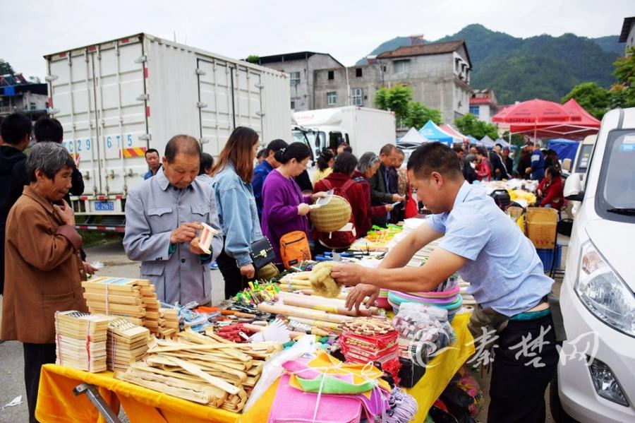 【资讯】好热闹!郧阳五峰乡传统庙会吸引万余人赶会