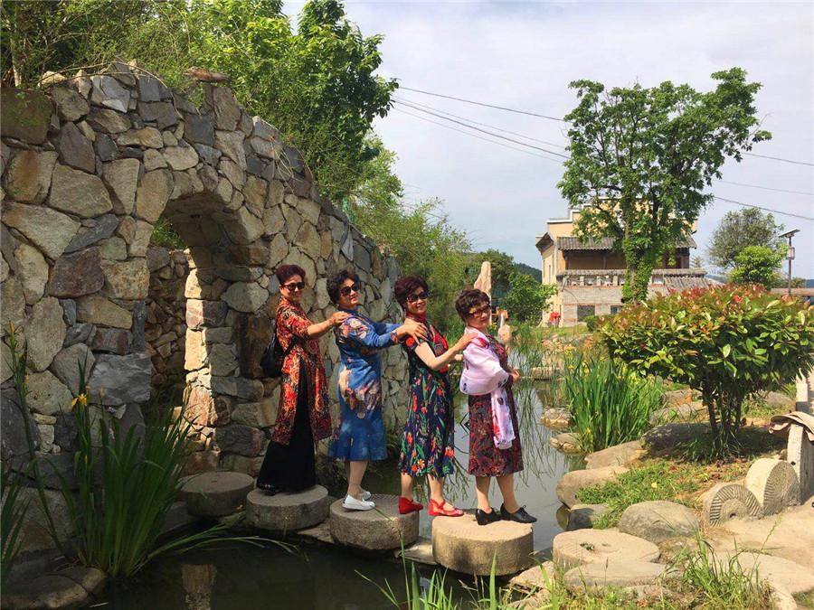 上海游客远赴千里游樱桃沟
