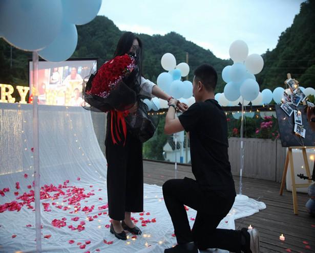 昨天,桃源人家民宿惊现一场浪漫求婚