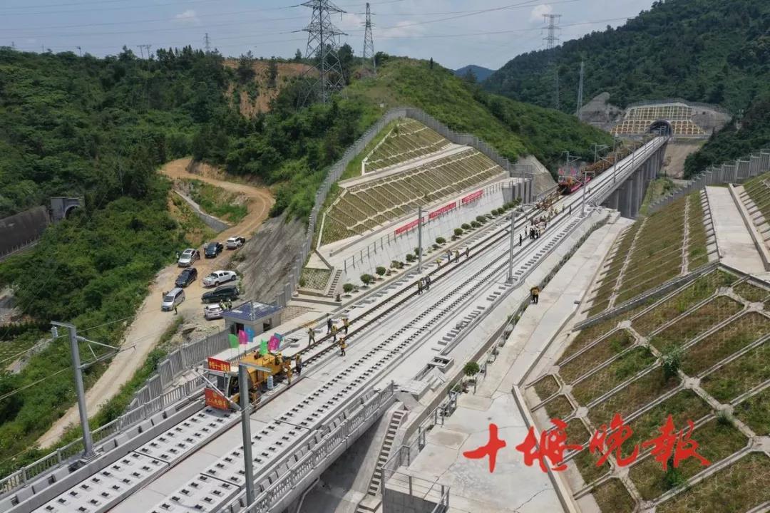 【资讯】重大进展!汉十高铁铺轨即将进入城区!