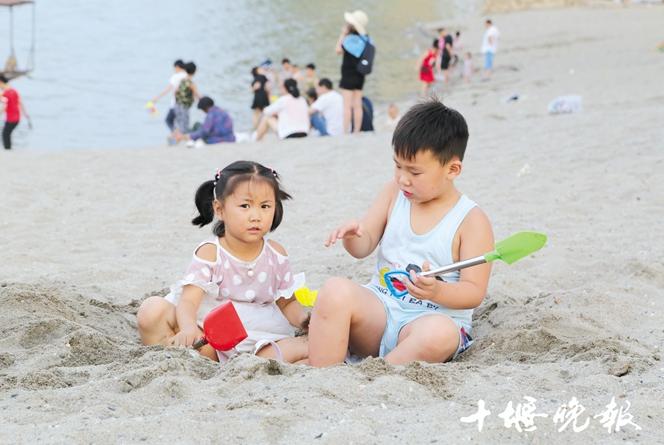 【资讯】沙滩、海浪…十堰家门口这处沙滩乐园,好玩!