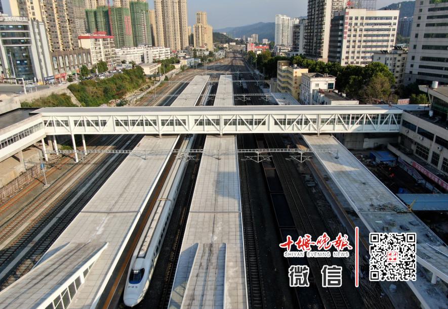 火车站南北广场人行桥已通行