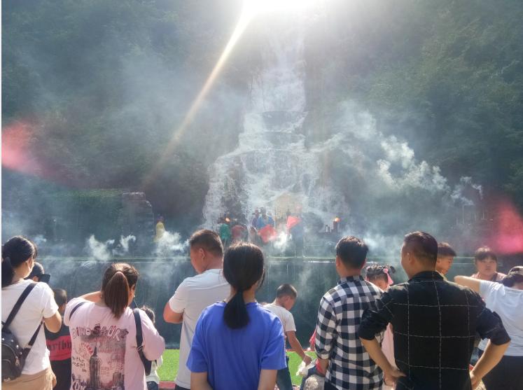 【假期动态】九龙瀑实景剧、佤族舞蹈,引得游客拍手叫绝