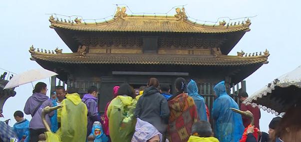 【假期动态】魅力太大!今天,3万余人游客冒雨游武当